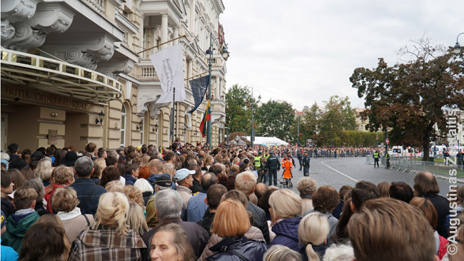Lithuanians squeeze to go nearer the Cathedral square where the Pope said a speech