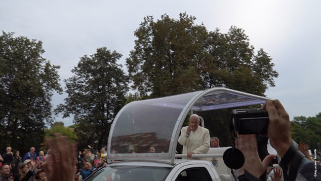 The one-second glimpse of the pope many Lithuanians spent an hour or so to see